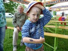 Dětský den veSkrchově 2015malování naobličej atetování