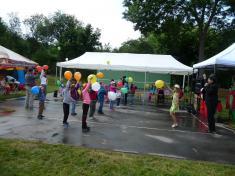 Dětský den veSkrchově 2015tančení sbalonky