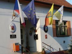 Vyvěšení moravské vlajky 2013na budově úřadu