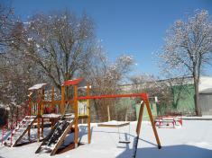 Dětské hřiště vzimě 2019