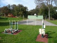 Sportovní areál cvičící prvky uasfaltového hřiště 2013