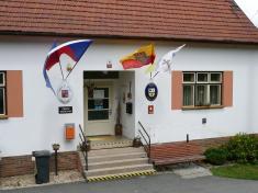 Vyvěšení moravské vlajky 2011na budově úřadu