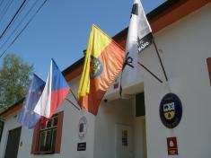 Vyvěšení moravské vlajky 2012na budově úřadu