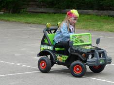 Dětský den veSkrchově 2013elektrické autíčko