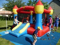 Dětský den veSkrchově 2014skákací hrad