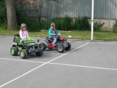 Dětský den 2012elektrická autíčka