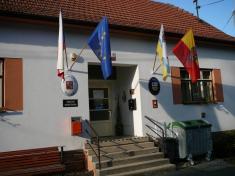 Vyvěšení moravské vlajky 2010na budově úřadu
